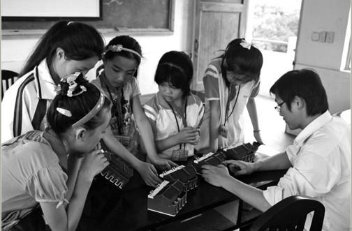 如今,该校学生的科技小制作,小发明,小论文,无线电测向,电子百拼,科